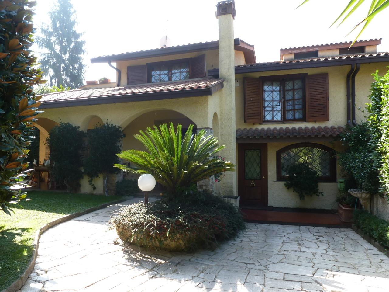 Villetta a schiera in buone condizioni in affitto Rif. 9239903