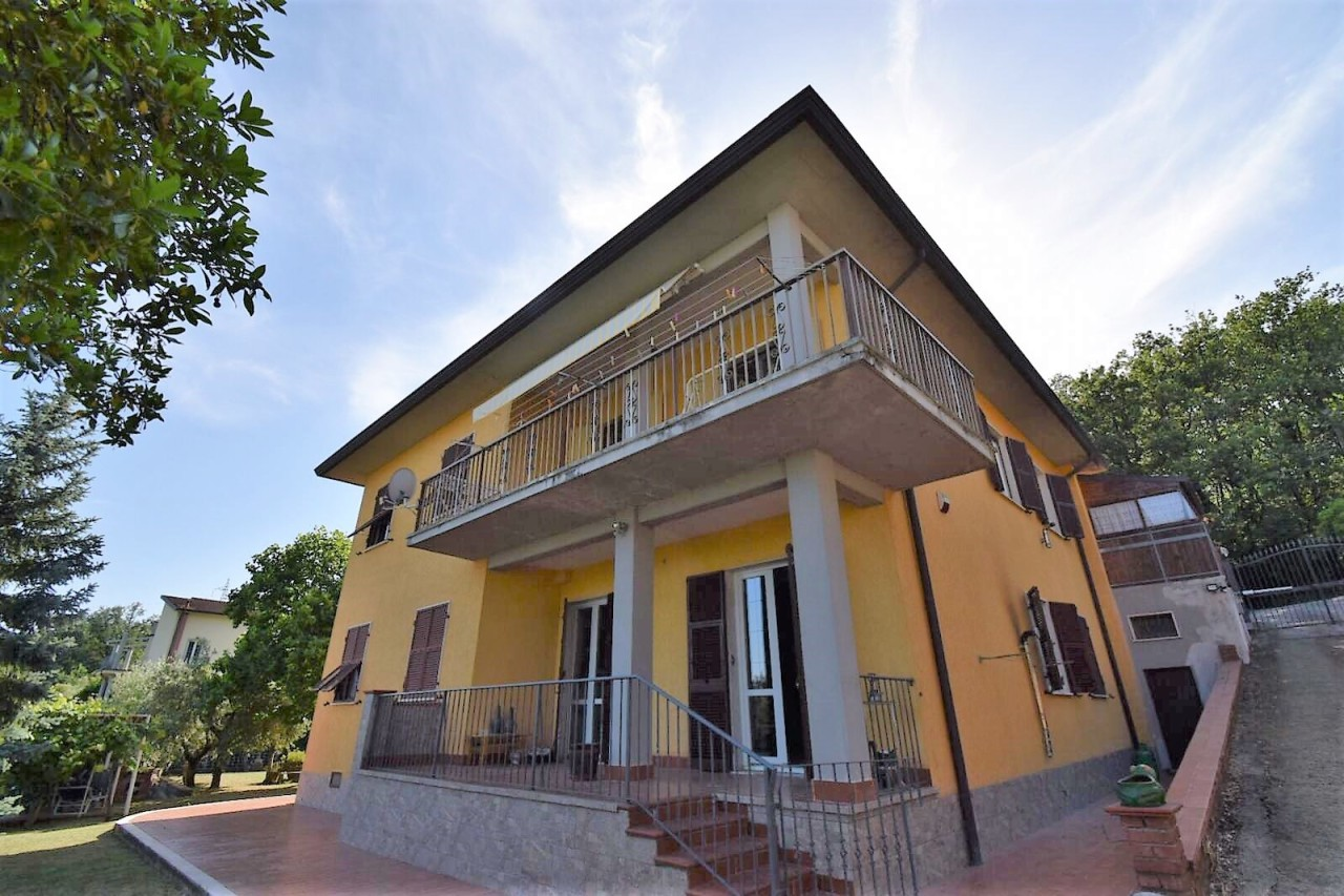 Casa Indipendente in buone condizioni in vendita Rif. 10856335