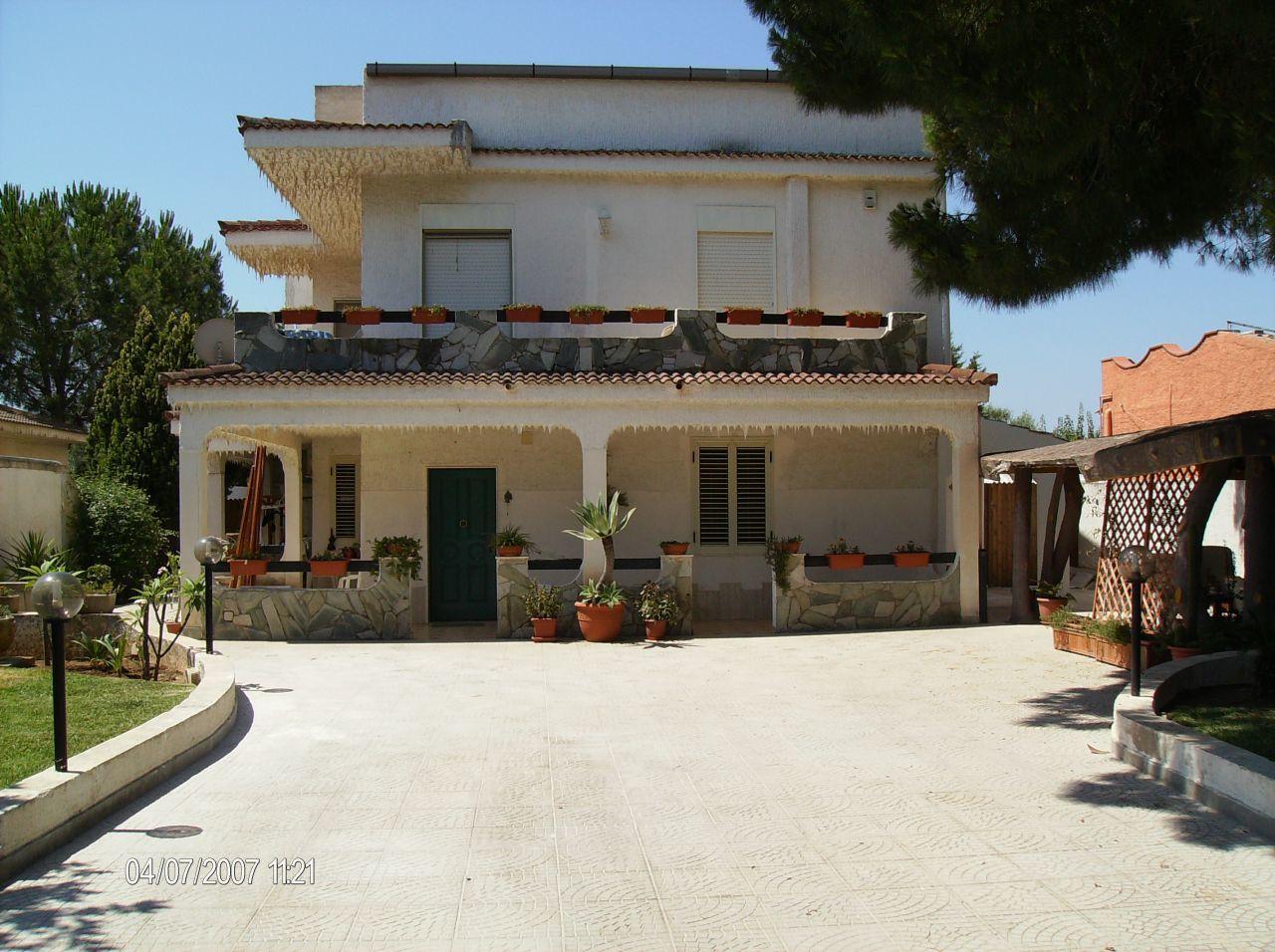 Villetta a schiera in buone condizioni in vendita Rif. 4140051