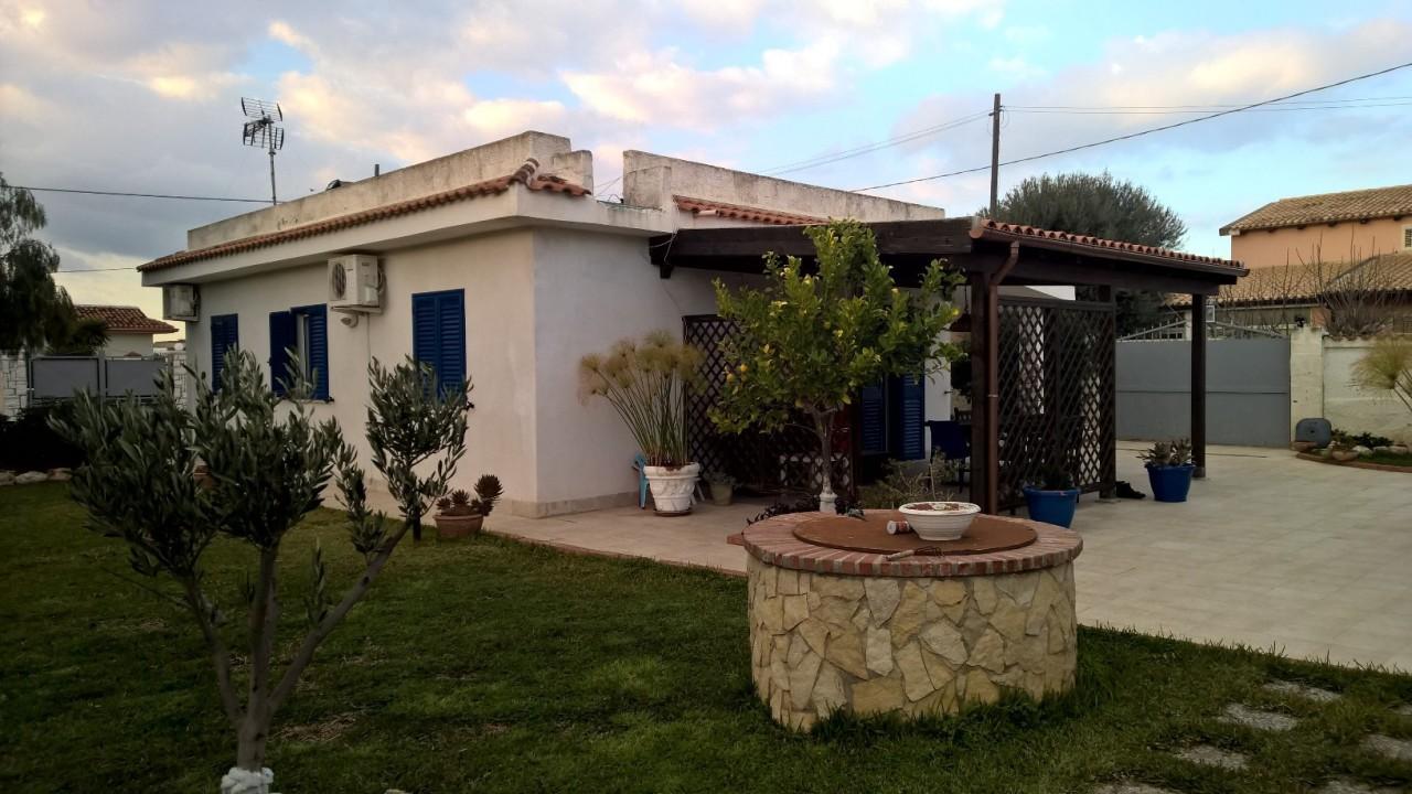 Villa in buone condizioni arredato in vendita Rif. 8226509