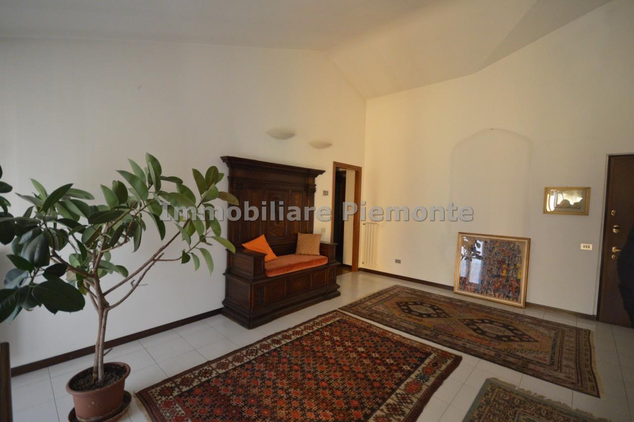 Appartamento in vendita a Borgomanero, 7 locali, prezzo € 260.000 | CambioCasa.it