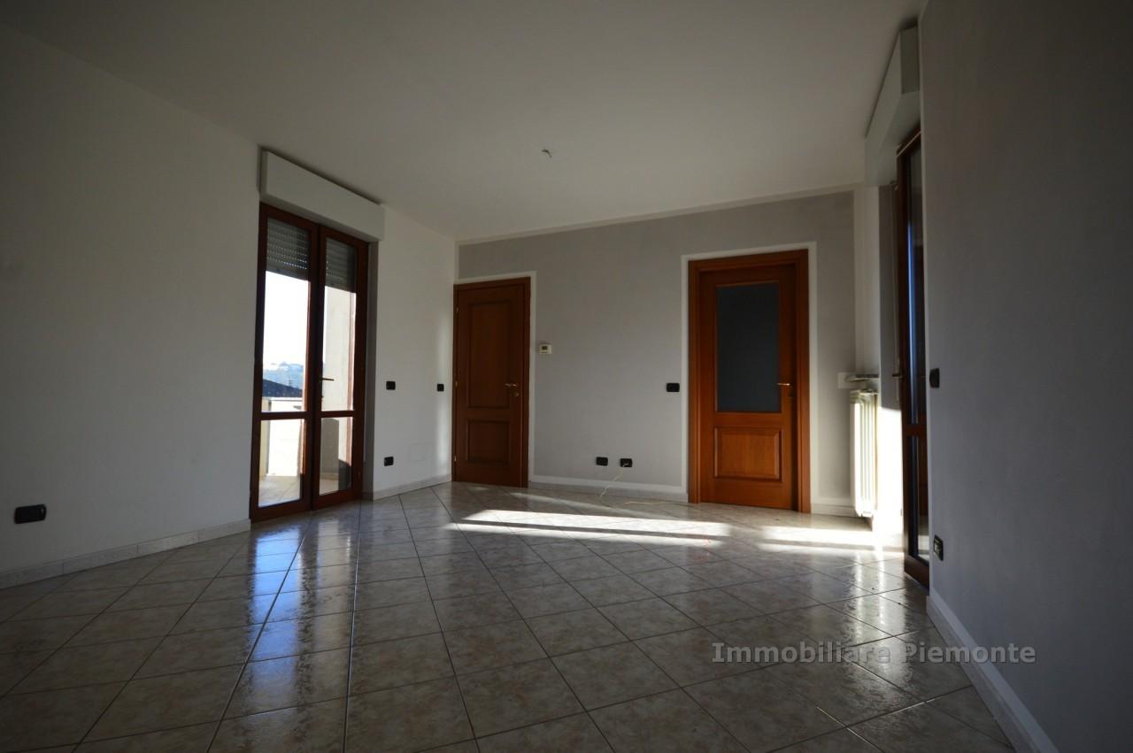 Appartamento in affitto a Borgomanero, 3 locali, prezzo € 510 | CambioCasa.it