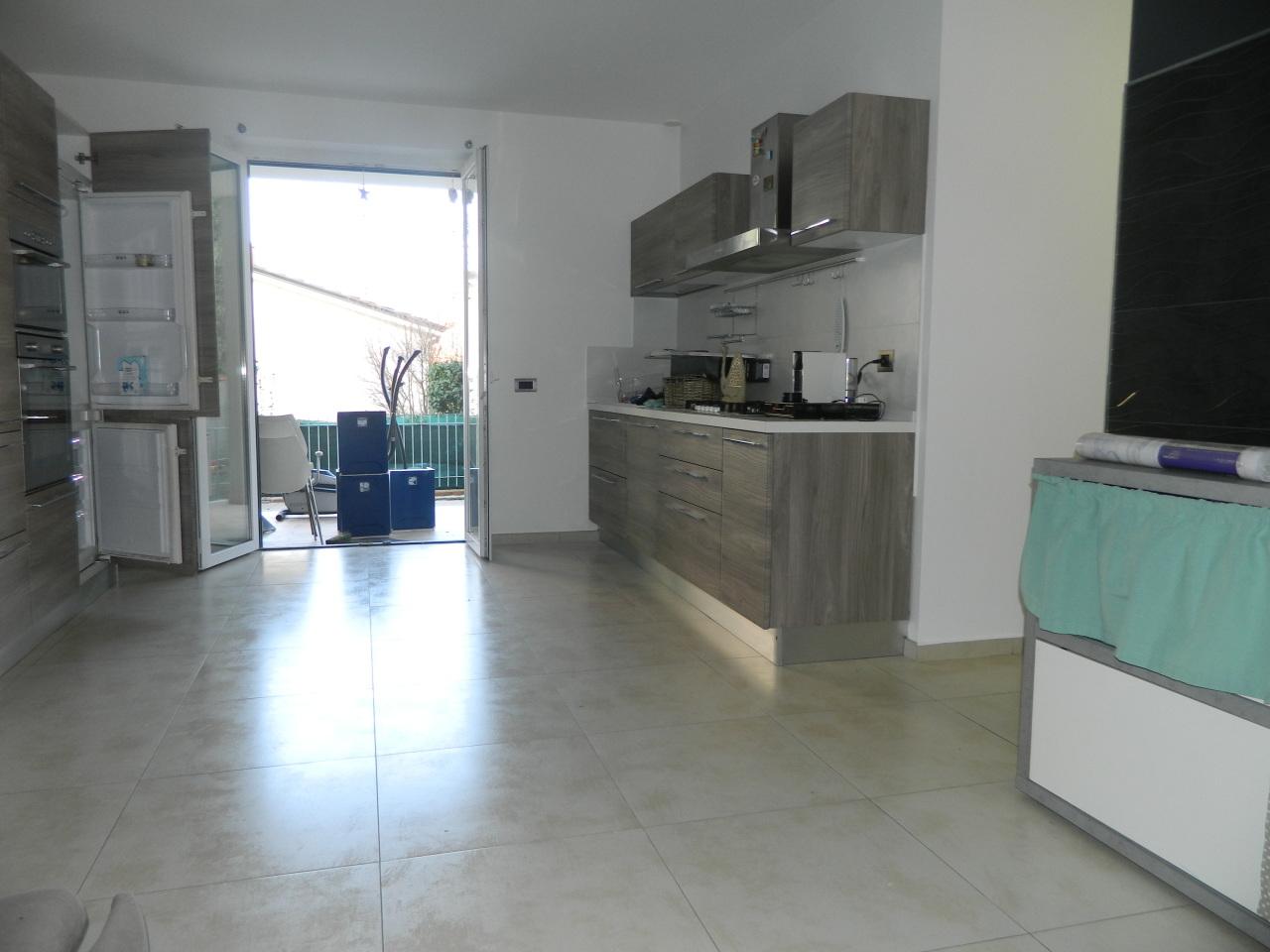 Appartamento in ottime condizioni in affitto Rif. 9639866