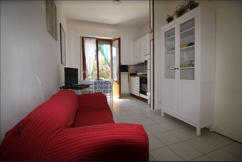 Appartamento in buone condizioni arredato in affitto Rif. 8352096