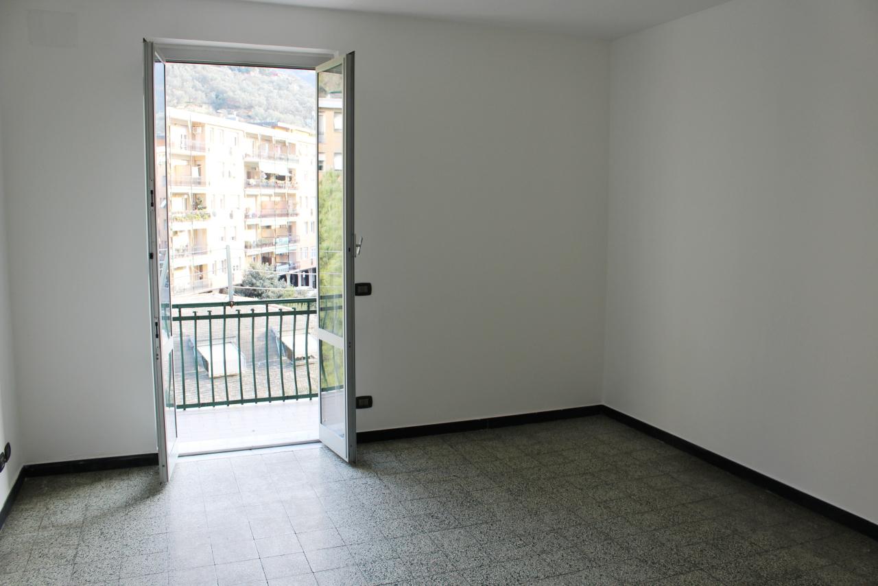 Appartamento in affitto a Recco, 4 locali, prezzo € 530 | CambioCasa.it