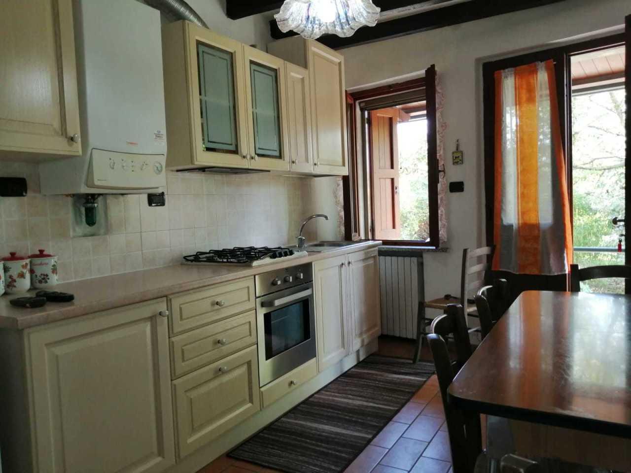 Appartamento in affitto a Varano de' Melegari, 5 locali, prezzo € 380   CambioCasa.it