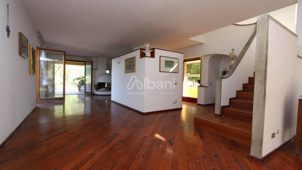 Villa in vendita a La Spezia, 13 locali, prezzo € 650.000 | PortaleAgenzieImmobiliari.it