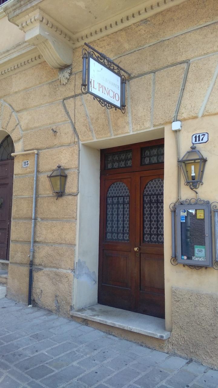 Ristorante / Pizzeria / Trattoria in affitto a Narni, 6 locali, Trattative riservate | CambioCasa.it