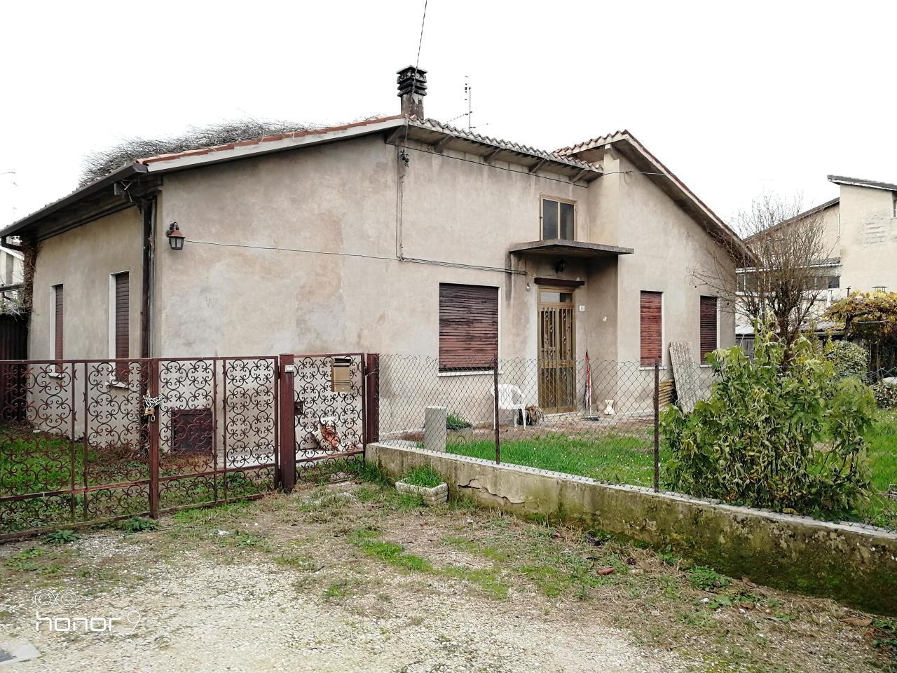 Casa Indipendente in discrete condizioni in vendita Rif. 9011673