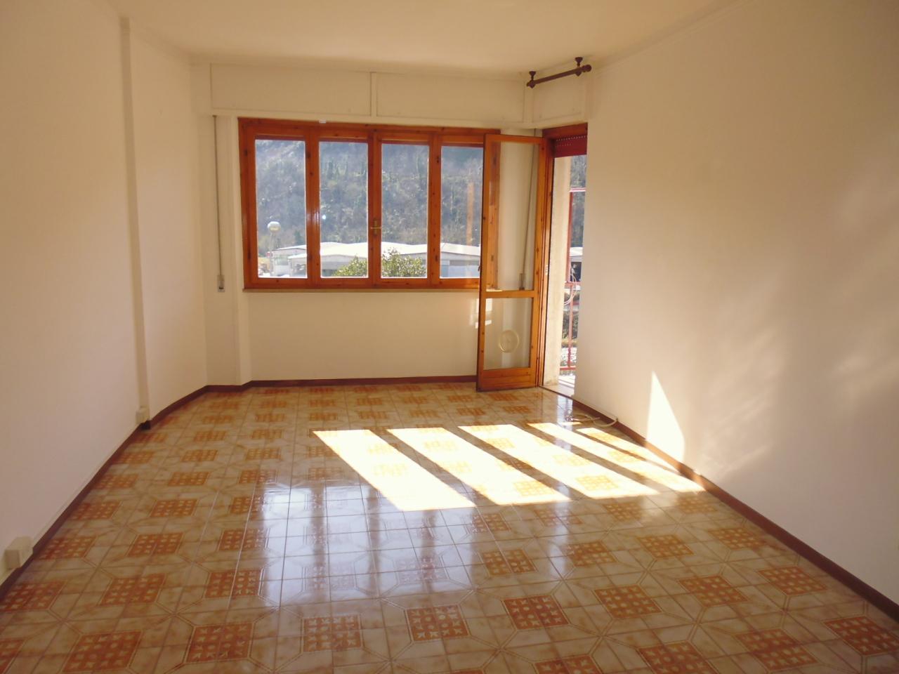 Appartamento in affitto a Casarza Ligure, 3 locali, prezzo € 450 | CambioCasa.it