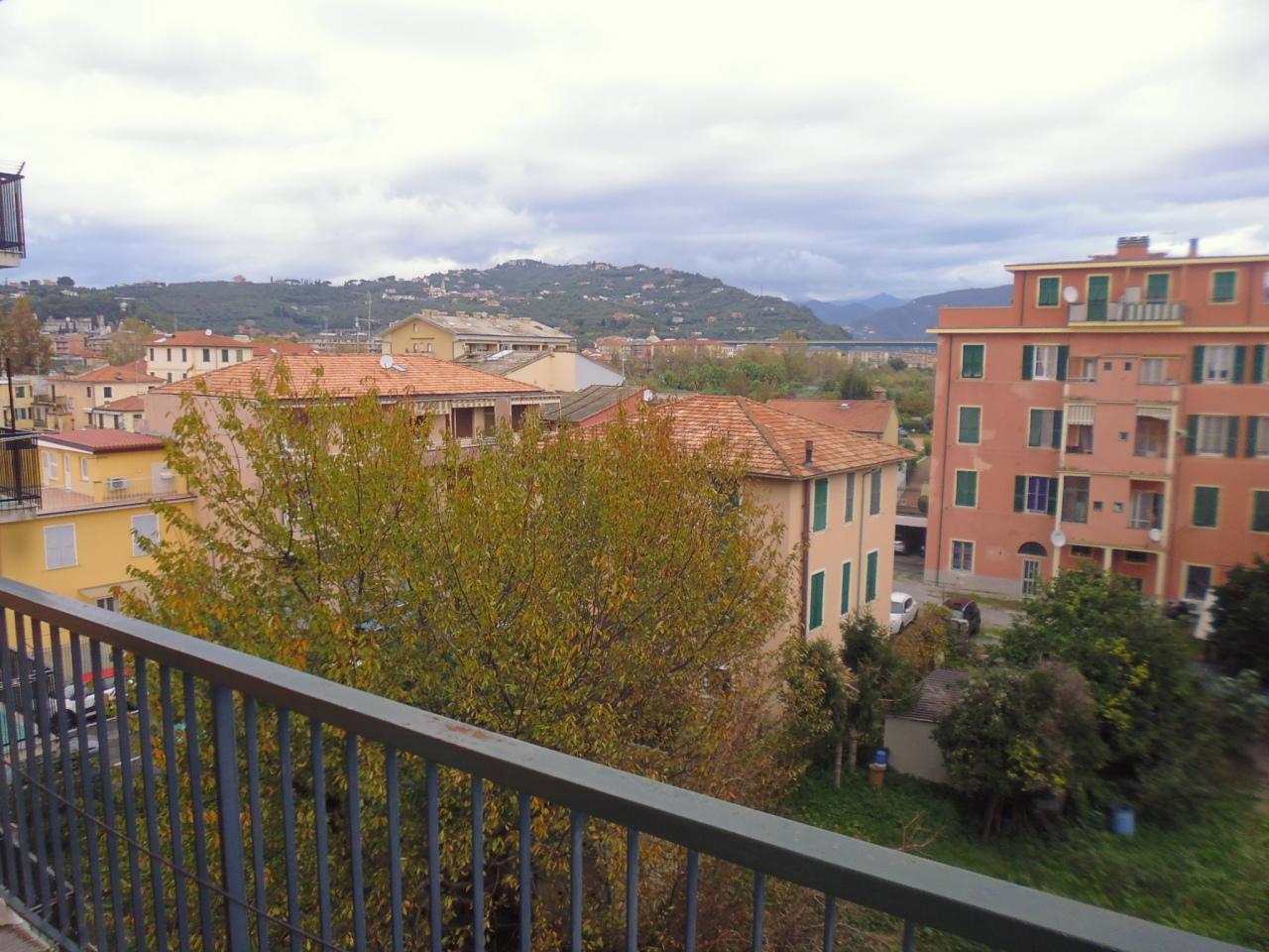 Appartamento in vendita a Lavagna, 4 locali, prezzo € 159.000   CambioCasa.it