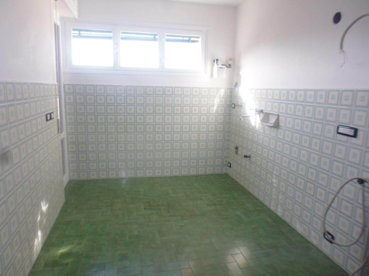 Appartamento in affitto a Sestri Levante, 5 locali, prezzo € 580 | CambioCasa.it