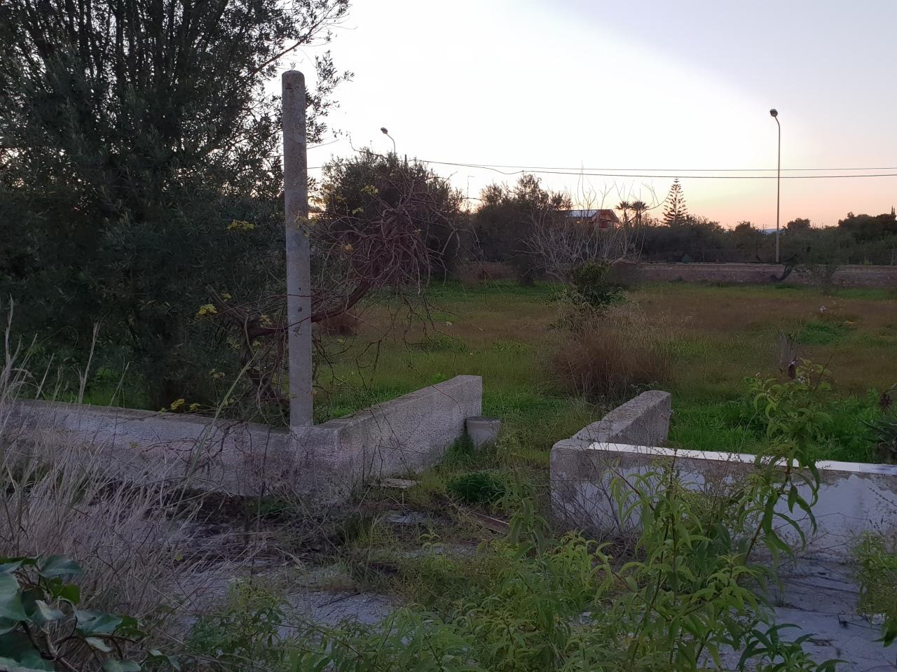 Terreno in buone condizioni in vendita Rif. 9023718