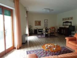 Appartamento in Vendita a Siracusa, zona Pizzuta Scala Greca, 190'000€, 170 m², con Box