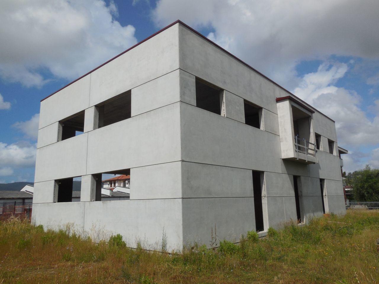 Locali e fondi commerciali - Fondo commerciale a Castelnuovo Magra