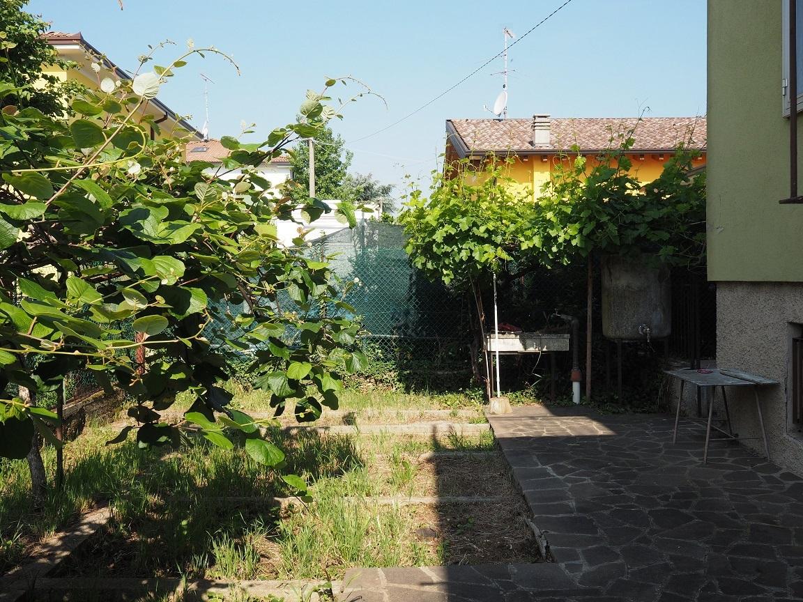 Villa in discrete condizioni in vendita Rif. 6930566