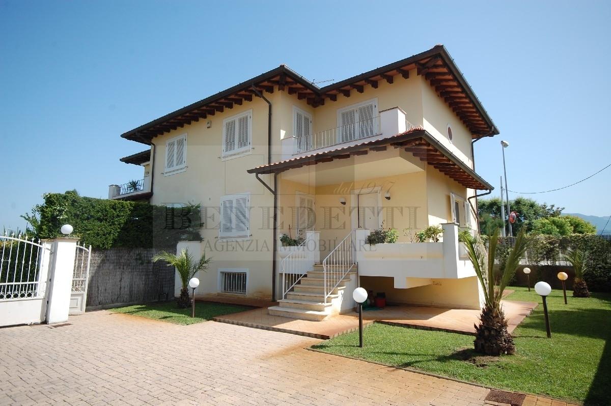Soluzione Indipendente in vendita a Pietrasanta, 8 locali, prezzo € 590.000 | PortaleAgenzieImmobiliari.it