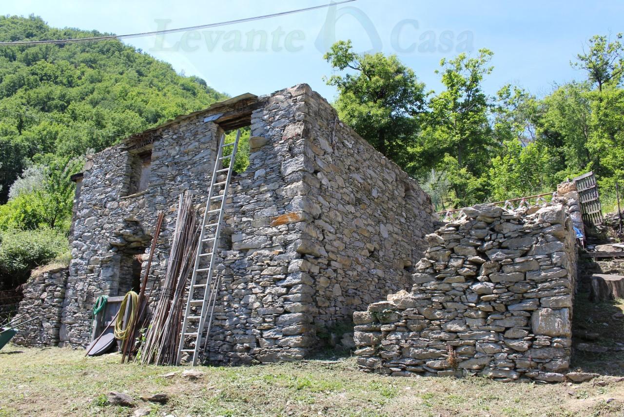 Rustico / Casale in vendita a Uscio, 9999 locali, prezzo € 55.000   CambioCasa.it