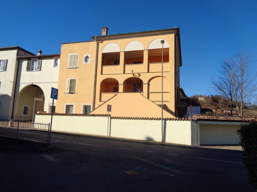 Appartamento in vendita a Varano de' Melegari, 5 locali, prezzo € 260.000 | CambioCasa.it