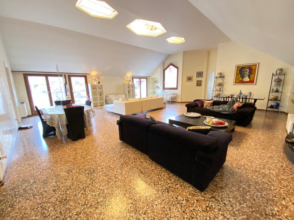 Attico / Mansarda in vendita a Rovigo, 10 locali, Trattative riservate | PortaleAgenzieImmobiliari.it