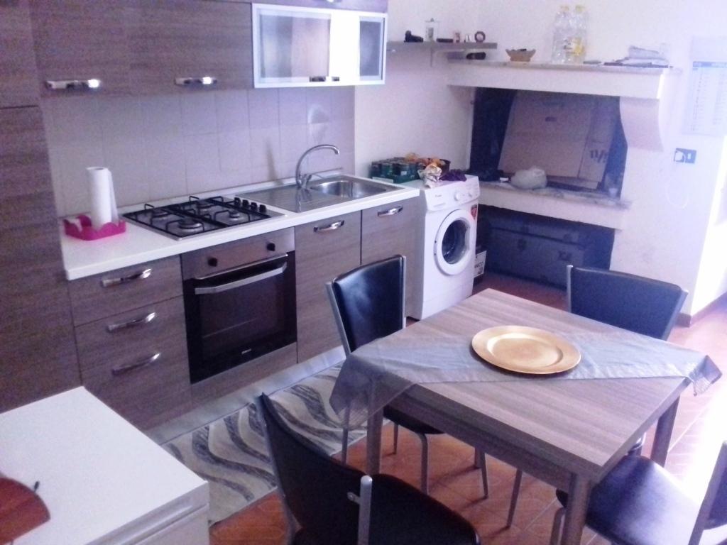 Appartamento in buone condizioni in vendita Rif. 9889619