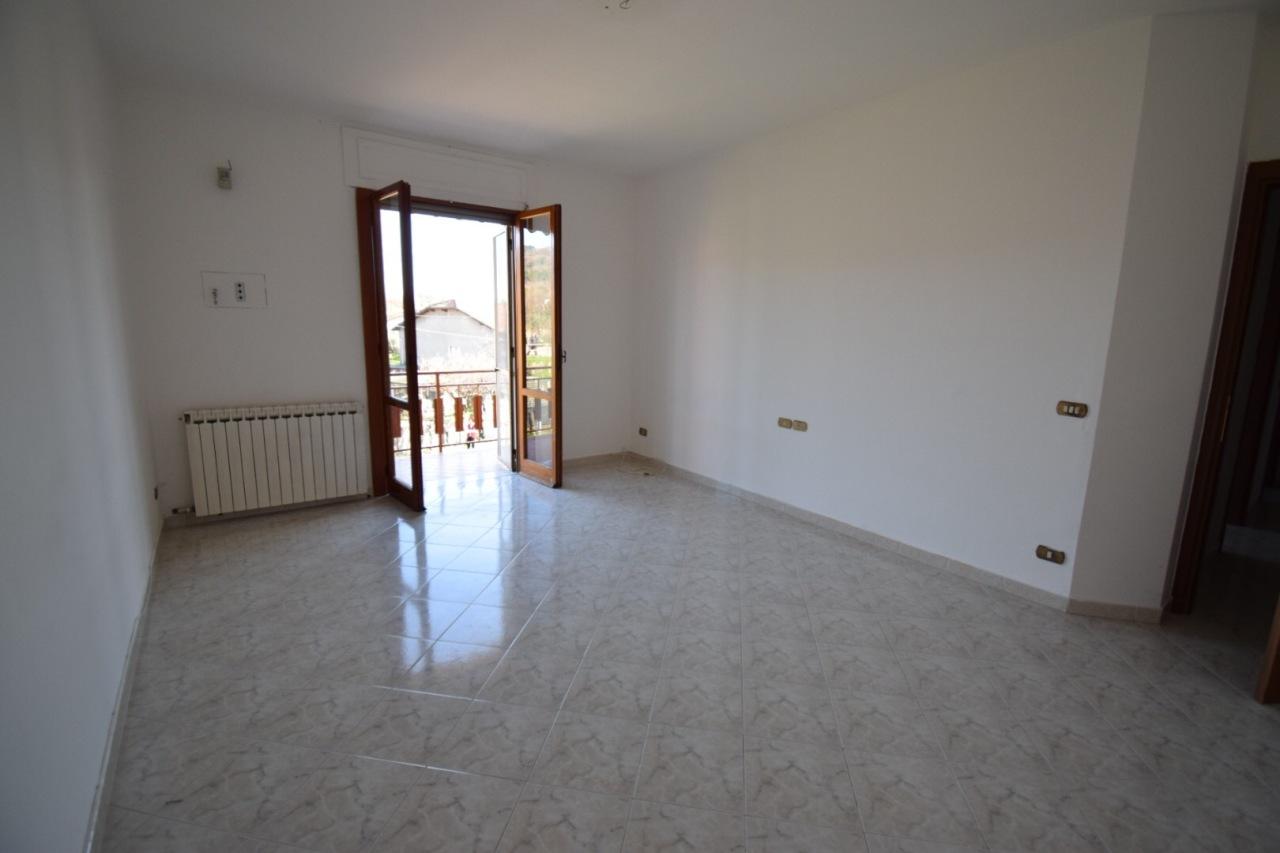 Appartamento in buone condizioni in vendita Rif. 9895201