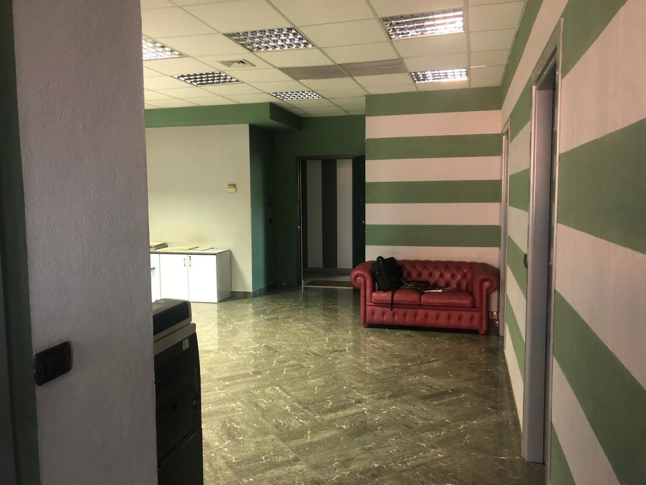 Ufficio / Studio in affitto a Sarzana, 6 locali, prezzo € 1.400 | PortaleAgenzieImmobiliari.it