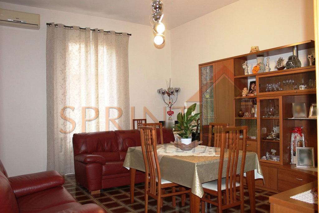 Porzione di casa in buone condizioni in vendita Rif. 9811436