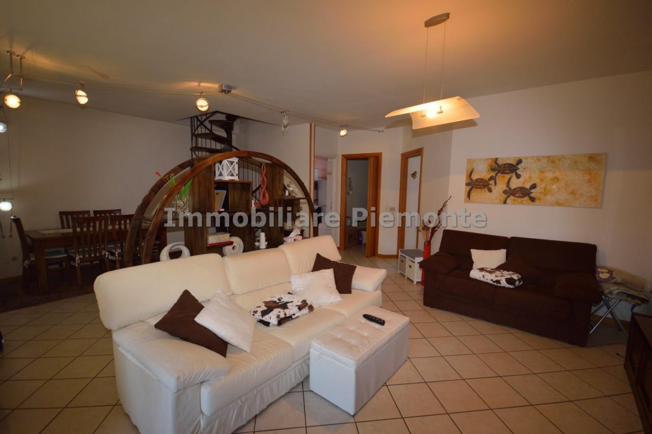 Appartamento in vendita a Borgomanero, 4 locali, prezzo € 147.000 | CambioCasa.it