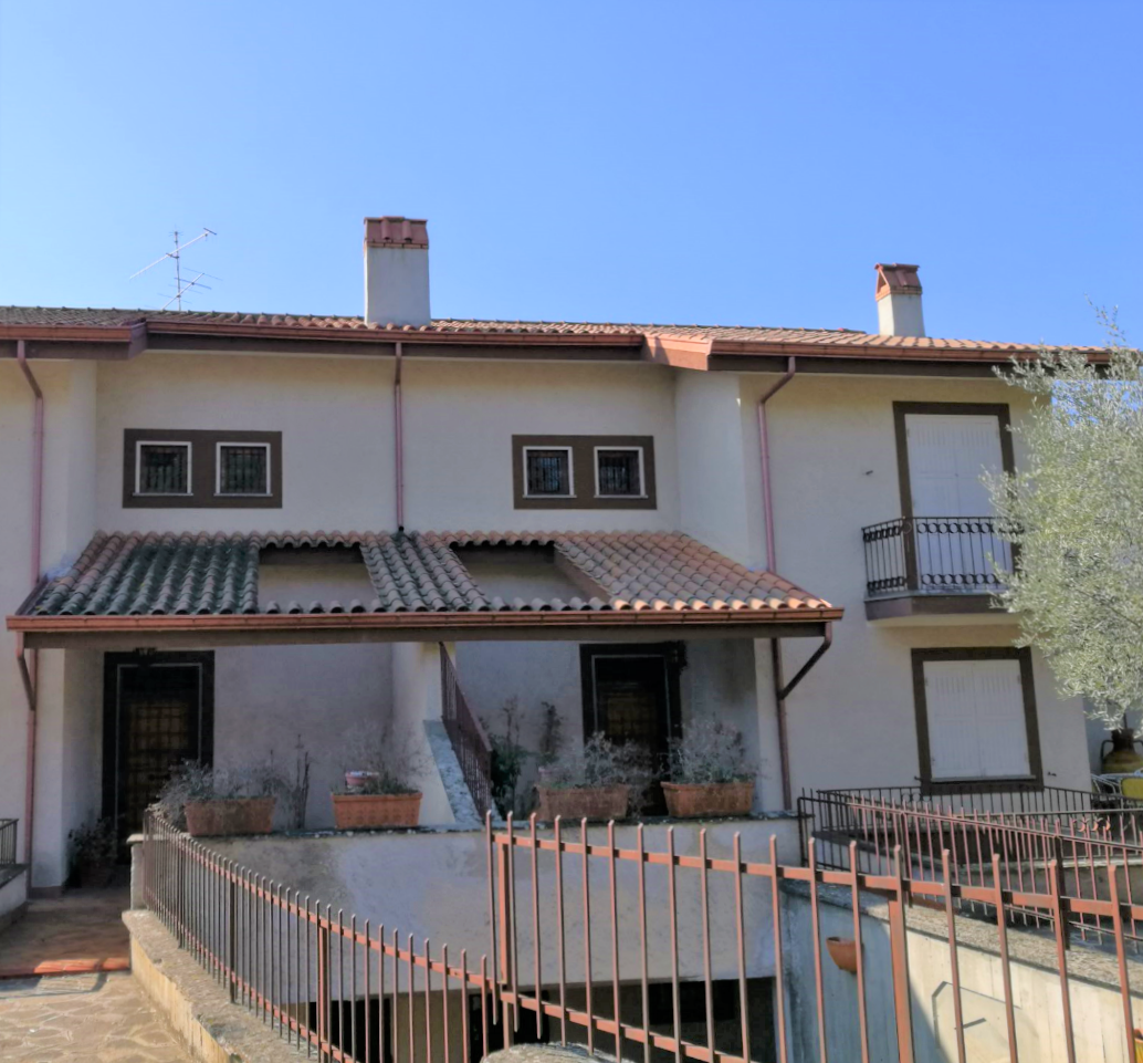 Villetta a schiera in buone condizioni in vendita Rif. 7372632