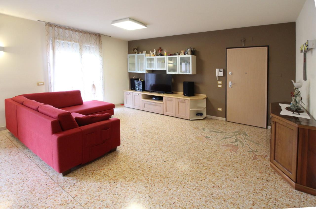 Appartamento in ottime condizioni in affitto Rif. 11011136