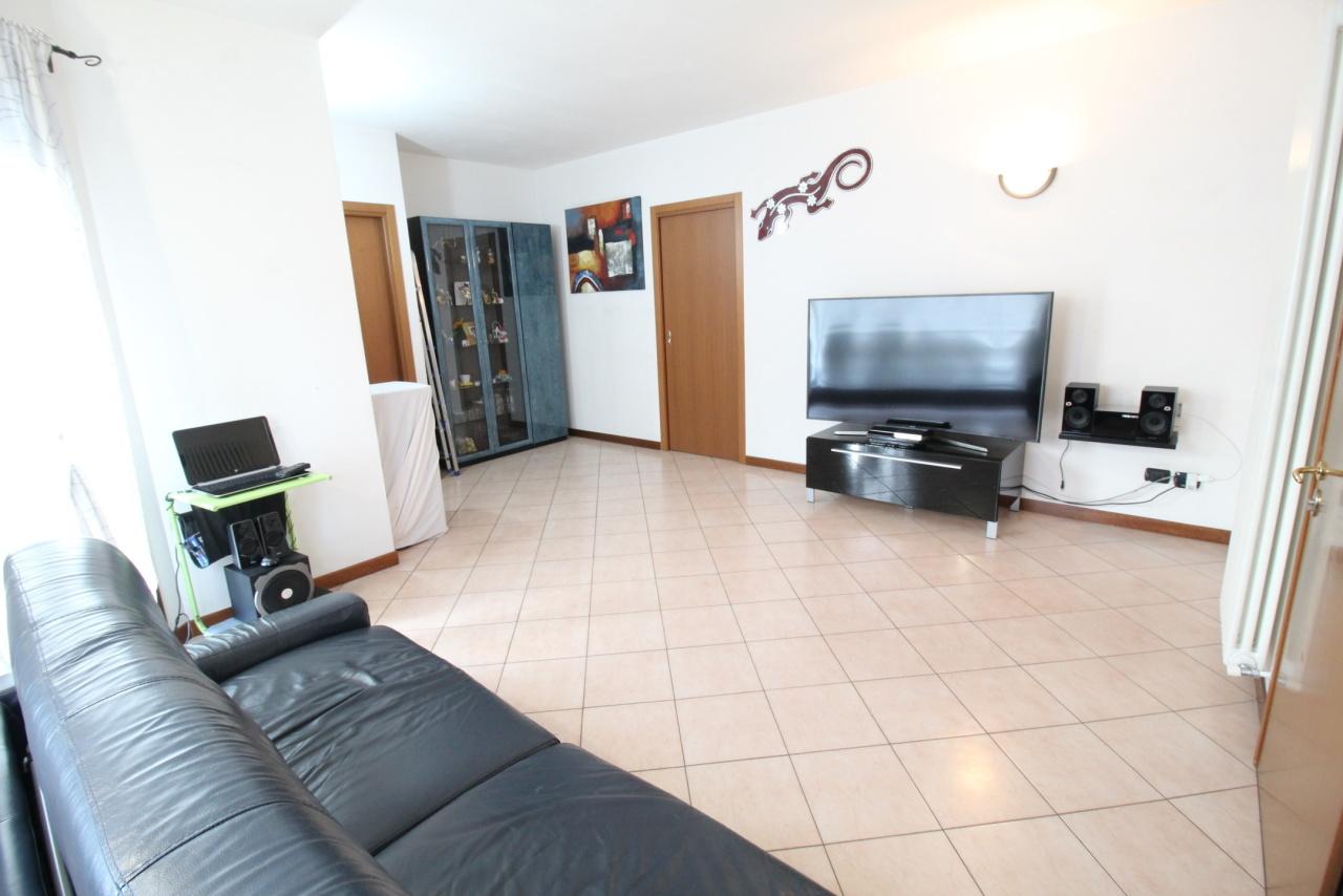 Appartamento in buone condizioni in vendita Rif. 9670731