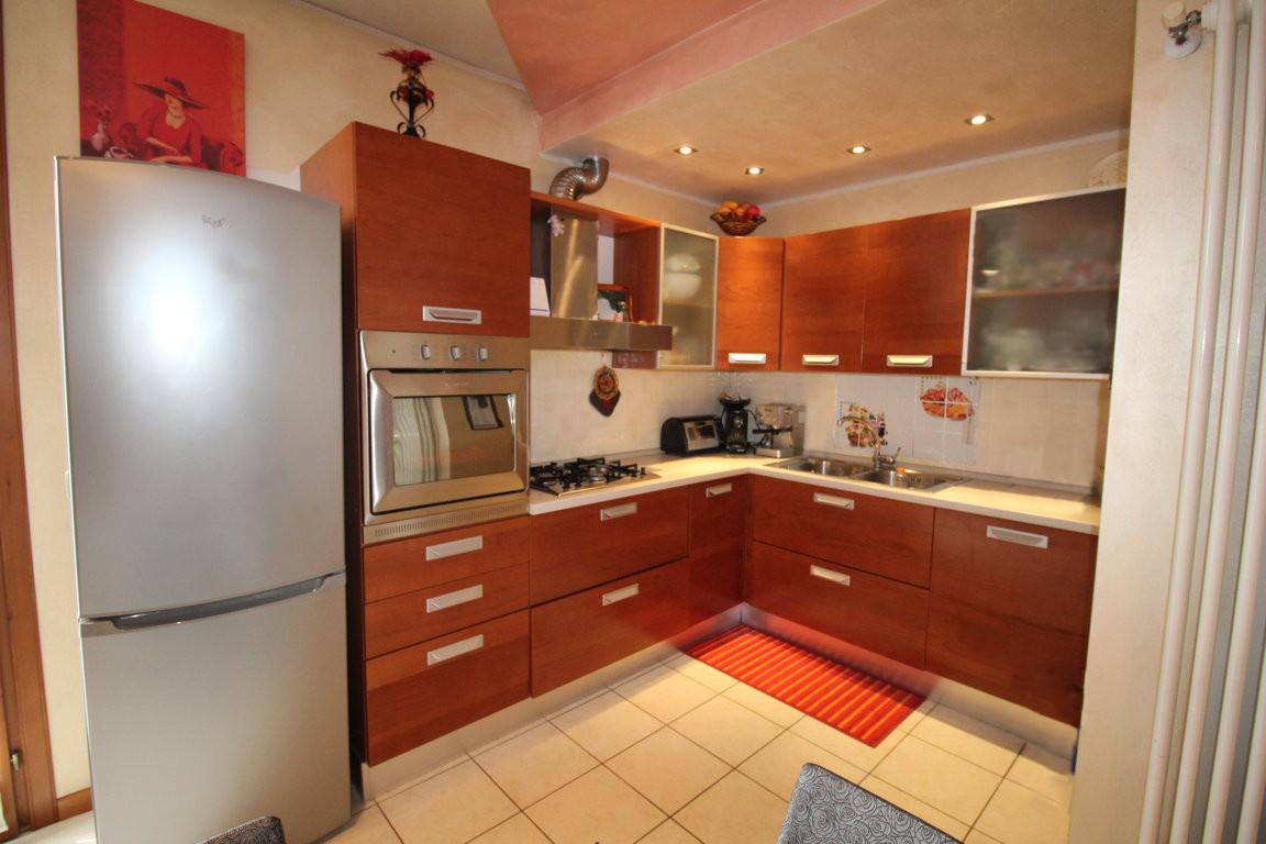 Appartamento in ottime condizioni in vendita Rif. 9670733
