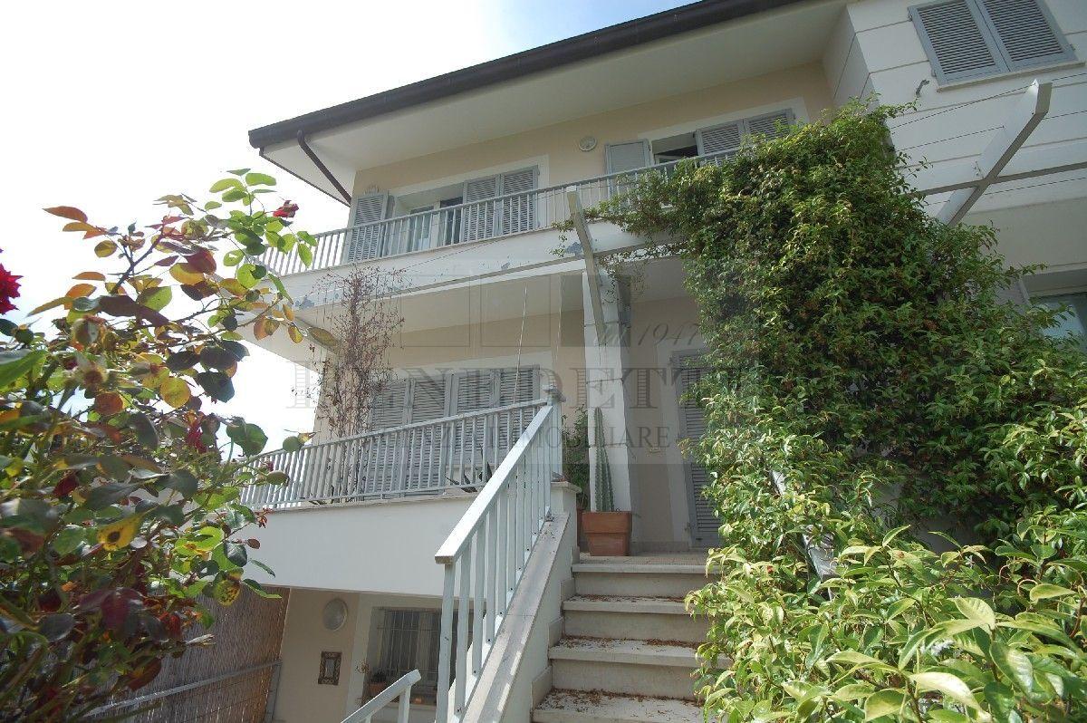 Appartamento in vendita a Seravezza, 5 locali, prezzo € 465.000 | PortaleAgenzieImmobiliari.it