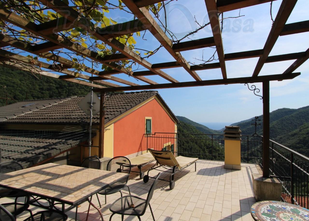 Soluzione Semindipendente in vendita a Avegno, 5 locali, prezzo € 198.000 | CambioCasa.it