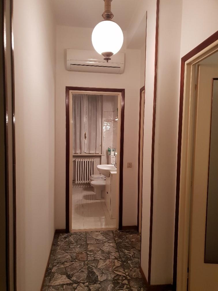 Trilocale in buone condizioni in affitto Rif. 11974096