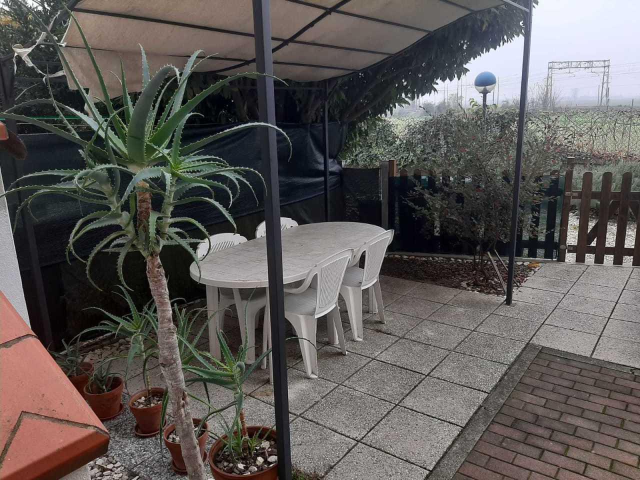 Appartamento in vendita a Canaro, 4 locali, prezzo € 33.000 | CambioCasa.it