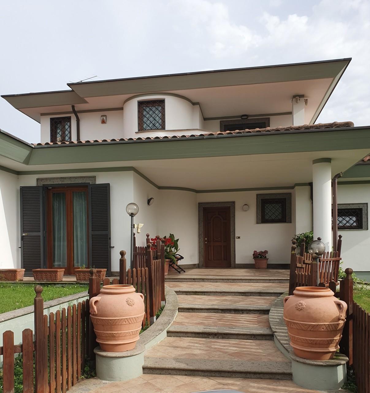 Villa in vendita a Palestrina, 9 locali, Trattative riservate | CambioCasa.it