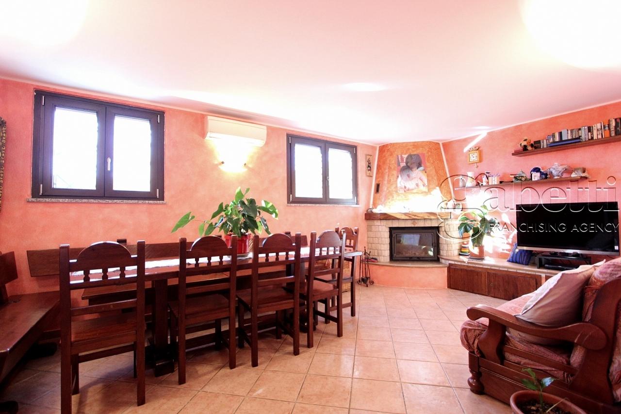 Villetta a schiera in buone condizioni in vendita Rif. 10158292