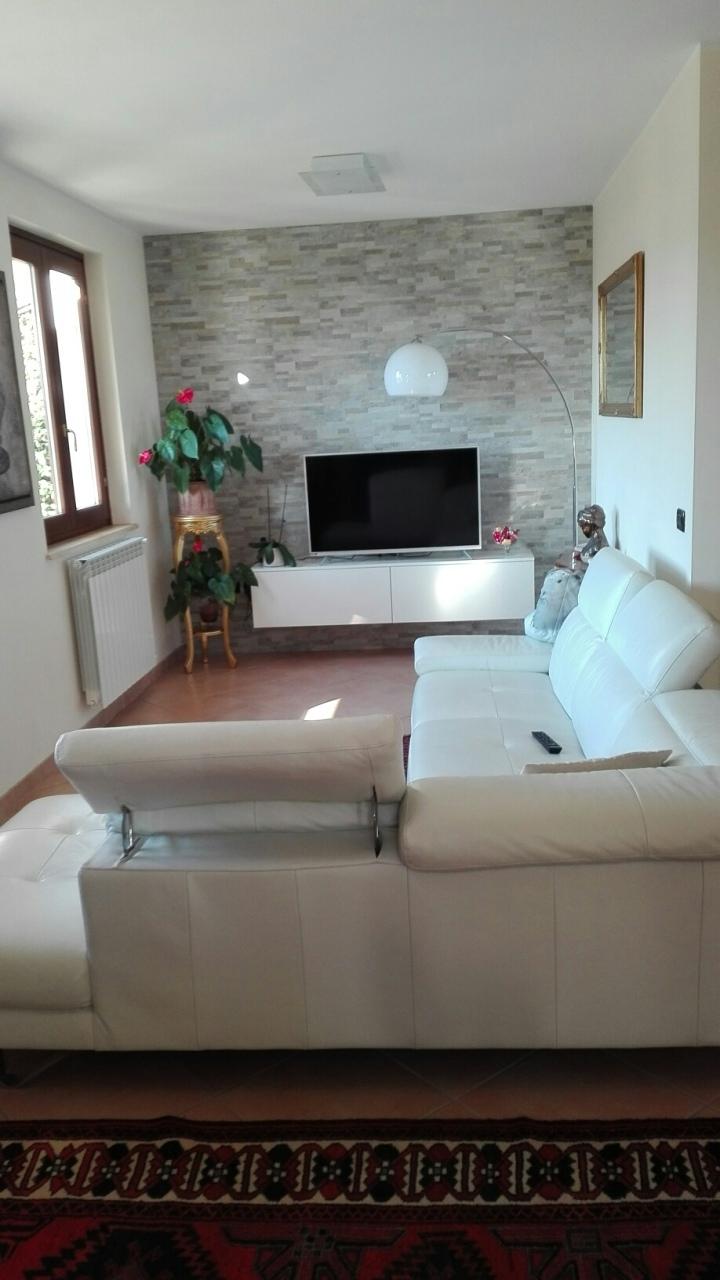 Soluzione Semindipendente in vendita a Castelnuovo Magra, 6 locali, prezzo € 490.000 | PortaleAgenzieImmobiliari.it