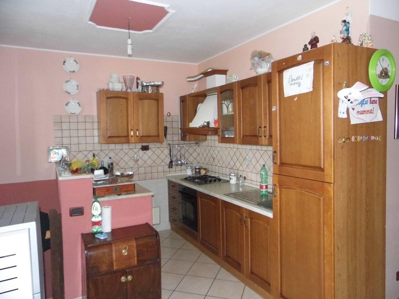 Appartamento in buone condizioni in vendita Rif. 9116295