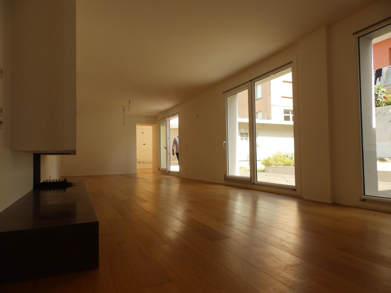Appartamento in Vendita a Pesaro, zona CENTRO, 276 m², con Box