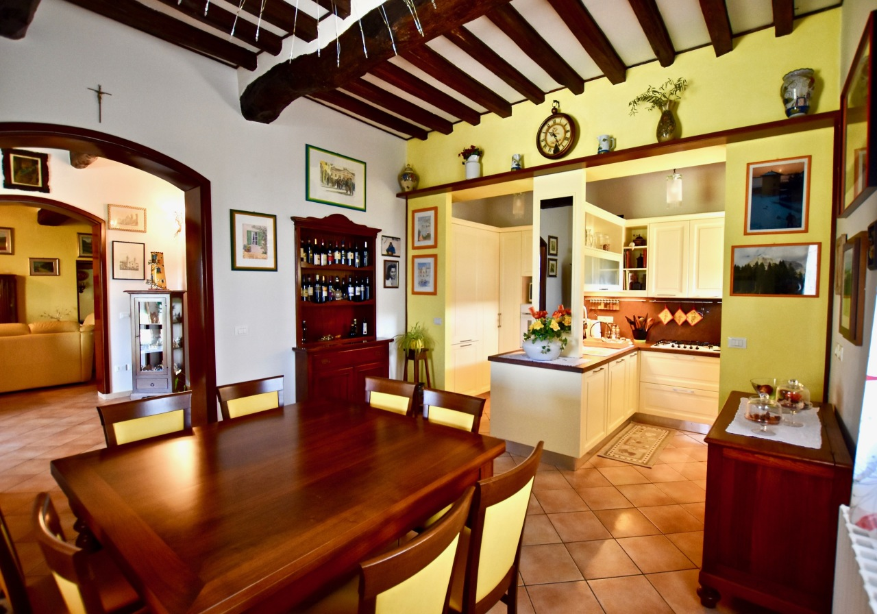 Appartamento in ottime condizioni in vendita Rif. 8572739