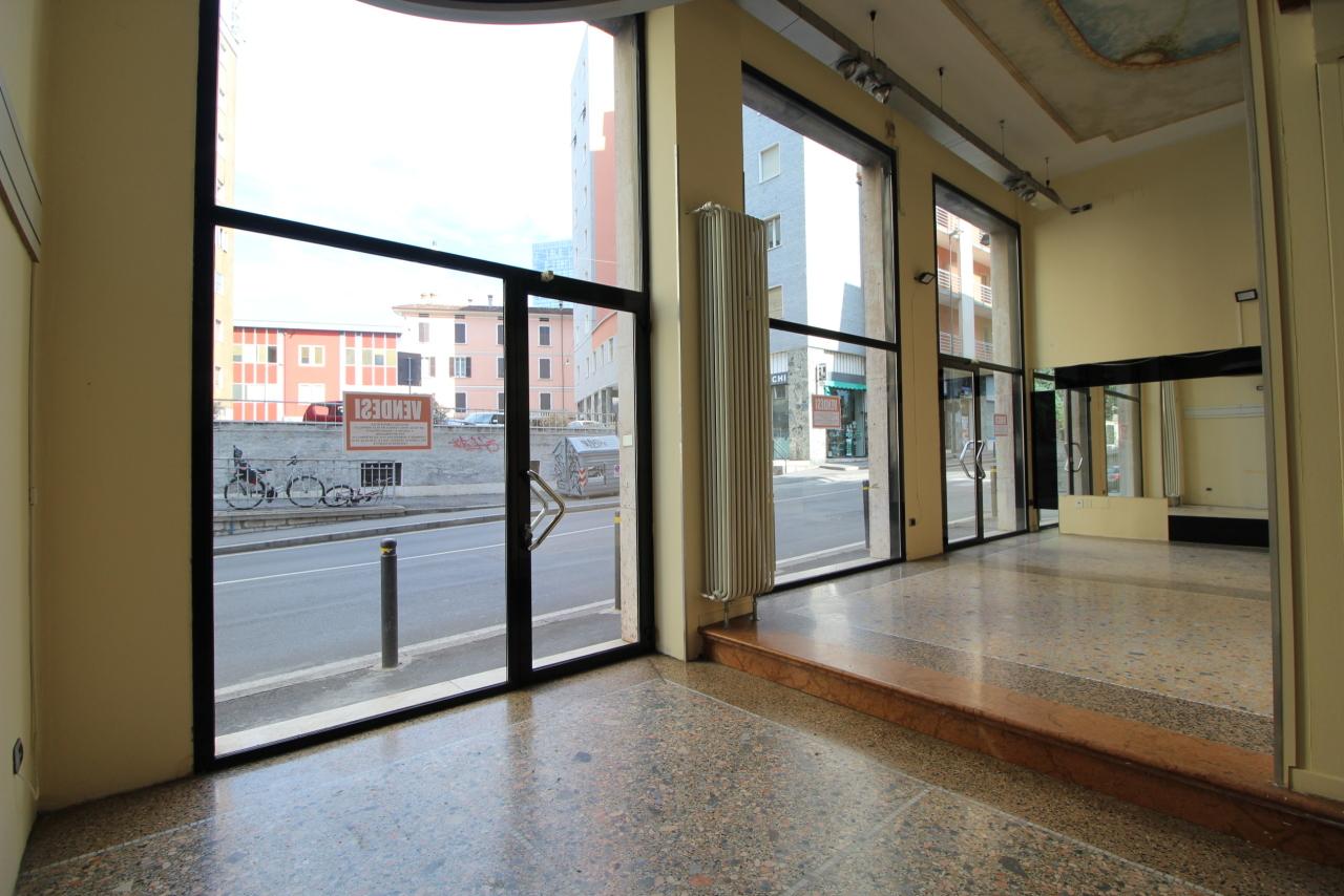 Locale commerciale - 3 Vetrine a Brescia Rif. 11800634