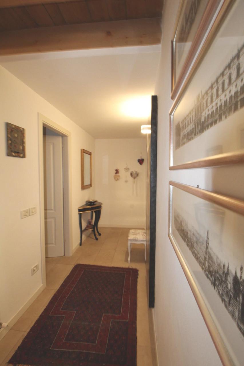 Appartamento in ottime condizioni in vendita Rif. 7549323