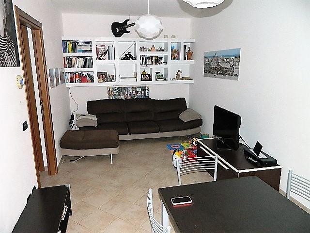 Appartamento in buone condizioni in affitto Rif. 9811166