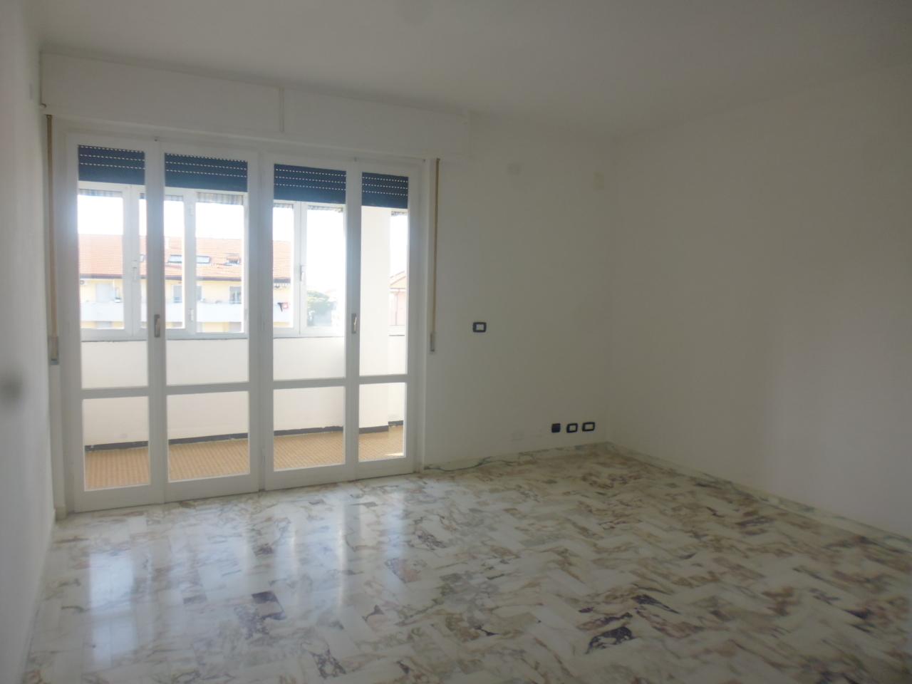 Appartamento in vendita a Sestri Levante, 5 locali, prezzo € 275.000   CambioCasa.it