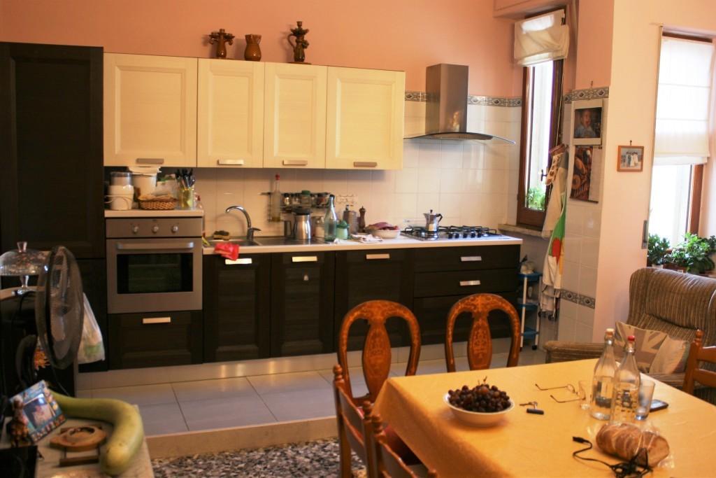 Appartamento in buone condizioni in vendita Rif. 10133194