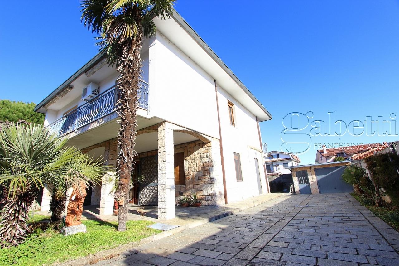 Villa in buone condizioni in vendita Rif. 12127400