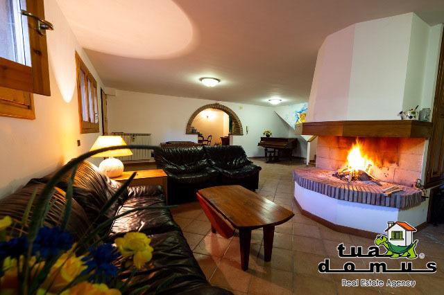 Villa in buone condizioni in vendita Rif. 9418927